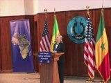 """Clinton salue à Dakar le """"modèle"""" du Sénégal pour l'Afrique"""