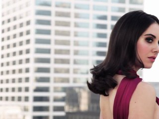 Behind-the-scenes: Our April cover girl Alison Brie