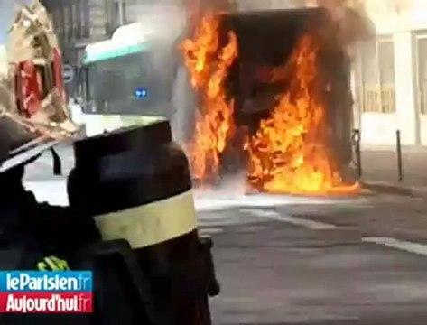 Un bus prend feu en plein Paris
