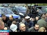 Des policiers en colère bloquent la circulation à Paris