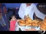 Ambulanti a Gaza, patate dolci in spiaggia per vincere la miseria. L'occasione per i palestinesi più poveri di guagnare qualcosa