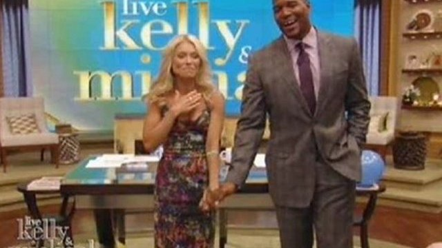 Watch NOW Michael Strahan Joins Kelly Ripa on ABC's 'Live!'