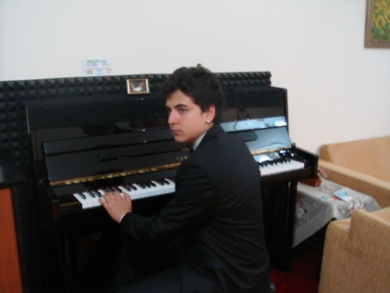 HARMANDALI TÜRKÜ-ZEYBEK-OYUN HAVALARI, Piyano İle Güneş Yakartepe, Ege bölgesi-Izmir yöre EFEler zey