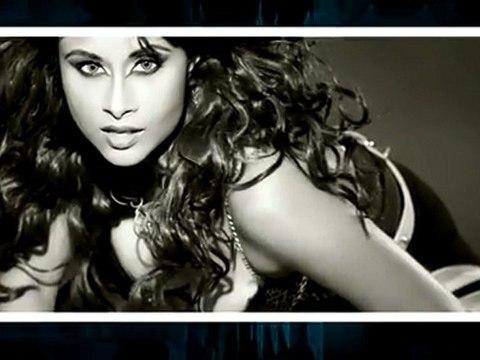 Pop Singer Aiysha Sagaar's Steamy Photo Shoot !