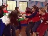 Rebelde Way capitulo 10, Mía y Marizza pelean