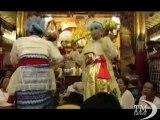 Birmania, Festival degli spiriti tra business, alcol e misticismo. La festa dei medium trans e dei seguaci degli spiriti