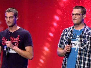 Patrick et Robert Olischlager chantent une chanson en hommage à leur maman