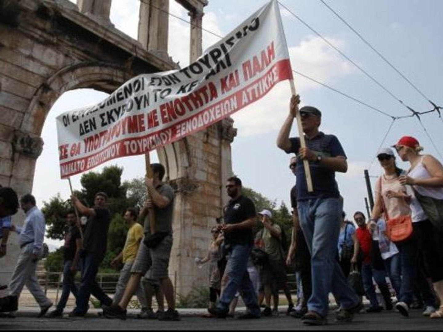 People protest wage cut in Greece