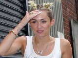 Miley Cyrus Starts New Hair Trend