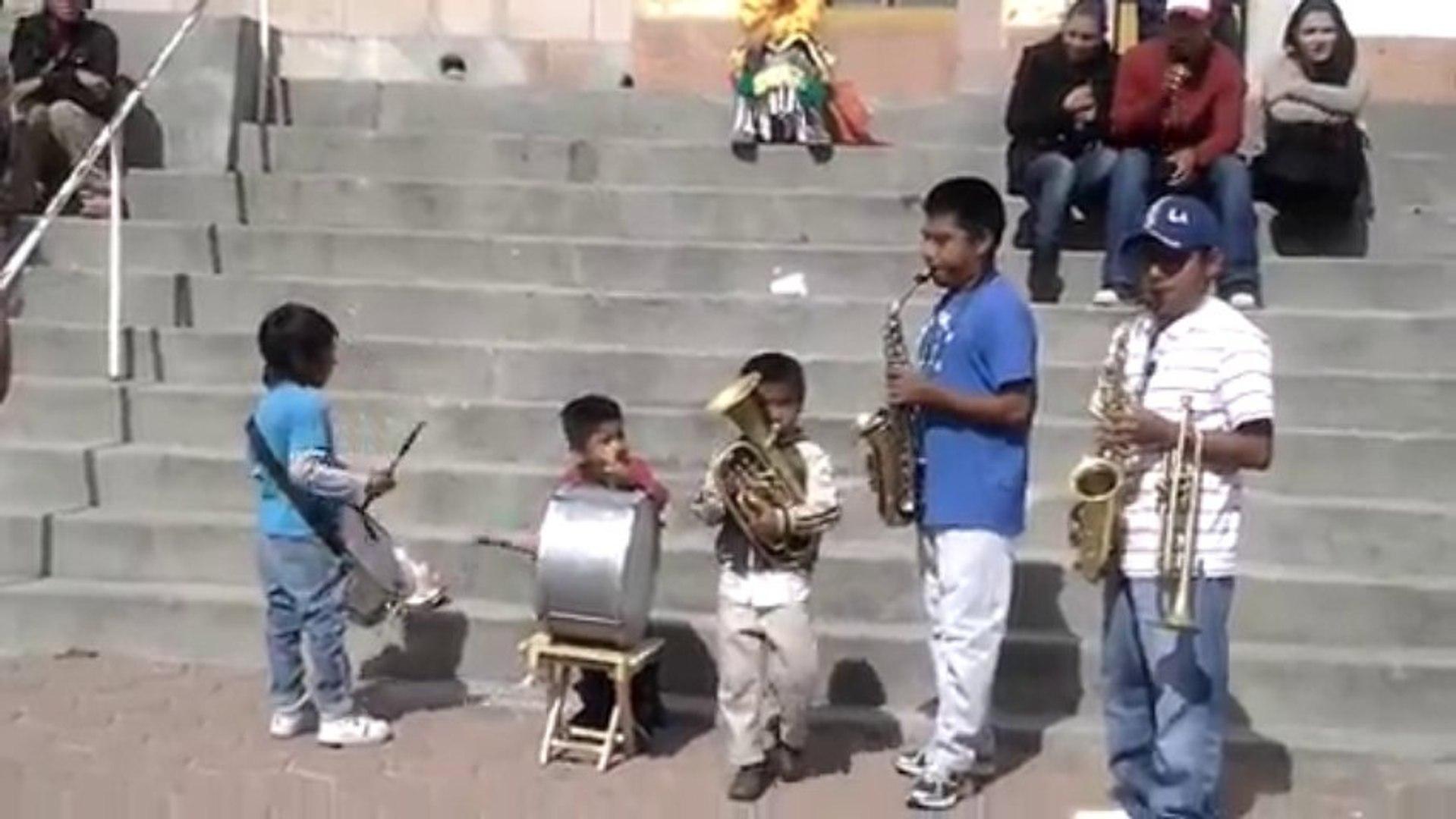 Tamborazo Banda De Niños - Competencia para Los Shakas De La Banda y El Recodo