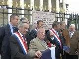 Nicolas Dupont-Aignan rebaptise symboliquement l'Assemblée nationale en musée.