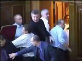 Cinco diputados ucranianos terminan en el hospital tras una multitudinaria pelea