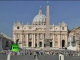 Desperate anti-EU protest in Vatican: Italian man on dome of St Peter's Basilica
