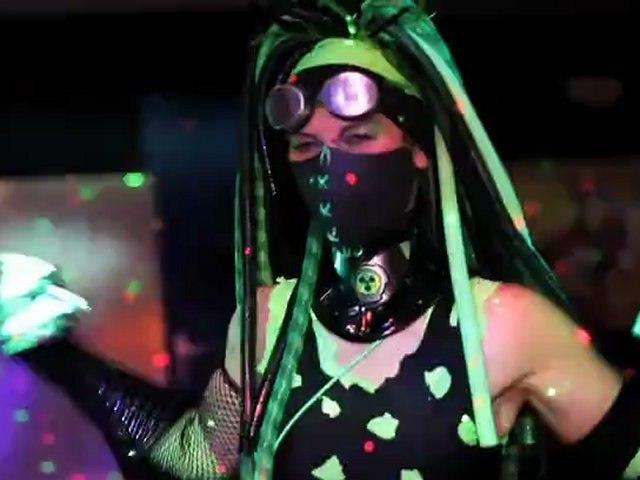 Comment avoir un look de cyber-goth ? - I Goth My World - ARTE