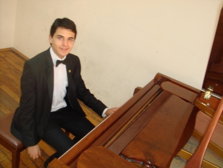 DİVANE AŞIK GİBİ DOLAŞIRIM YOLLARDA Piyano ile Anlamlı Romantik Karadeniz Türküsü Kemençe Piyano Tür