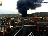 Un camion-citerne en feu sur un pont de Rouen