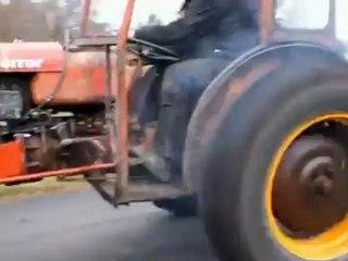 """Agricultor sueco """"kita"""" trator com um motor turbo da Volvo"""