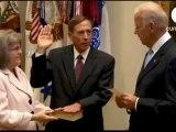 Le patron de la CIA demis de ses fonctions à cause de 2 femmes !!!