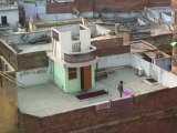 34 - Vida y cometas en los tejados y cielo de Varanasi - Viaje a India de mochileros