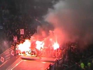 Navijači Hamburga prije utakmice u Düsseldorfu