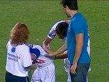 Antes da partida, já houve uma manifestação de carinho de um torcedor rival para o craque alvinegro um mascote cruzeirense pediu autógrafo do camisa 11 em uma camisa do Santos que usava por baixo de uma a Raposa