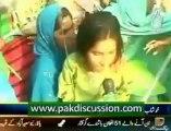 Nawaz Sharif Kay Samnay Police kay Haton awam ki Dhulai