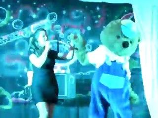 Ophélie chante aussi dans le spectacle de Chris Wilson. Megamagic-2012