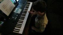 débuts d'Antoine au piano