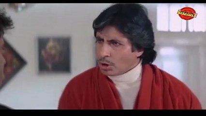 Hum: (Dramatic Scene)   Rajnikanth, Amitabh Bachchan, Govinda15