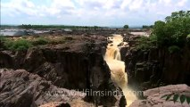 2538.Clouds racing over Raneh Falls!.mov