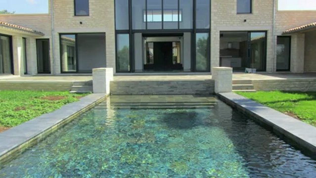 Villa contemporaine à vendre Tourrettes-sur-Loup - 300m² avec piscine sur 4000m² de terrain