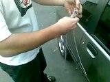 Voler une voiture en  10sec avec une ficelle  - The Appli gratuit sur l'apple store