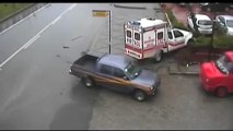 Rize'de ilginç kaza görüntüleri, Rize, Rize Haberleri, Trabzon, Trabzon Haberleri, Artvin, Artvin Haberleri, Karadeniz Haber