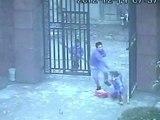 Les caméras de surveillance filment l'attaque d'une école en Chine