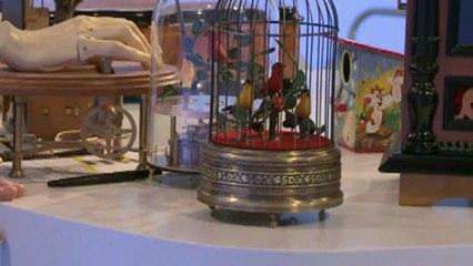 Lutèce Créations, le spécialiste des automates et des boîtes à musique, présente un échantillon de ses boîtes à musique et automates anciens ou modernes (carrousels musicaux animés, oiseaux chanteurs automates, boîtes à musique avec danseuses etc...)