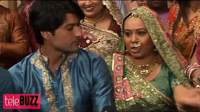 SHOCKING !!! Bhabho THROWS Sooraj & Sandhya OUT OF THE HOUSE in Diya Aur Baati Hum 15th January 2013