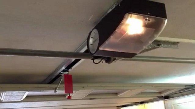 Automatisme  de porte de garage BERNER  posé sur porte de garage WAYNE DALTON , tout est possible !!!