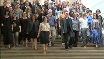 Vue sur les marches - L'équipe du Théâtre National de Chaillot