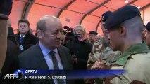 Le Drian fait une revue des troupes en partance pour le Mali