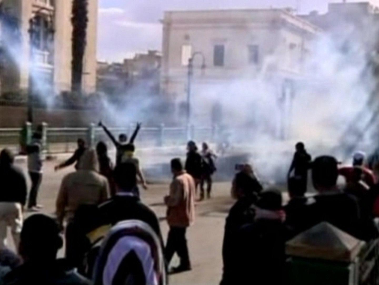 Egyptians, police clash near Tahrir Square