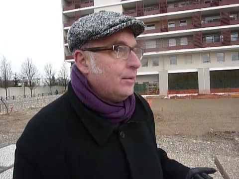 Courbevoie : le paysagiste Georges Vafias commente le chantier du square du carré Saint-Lô.