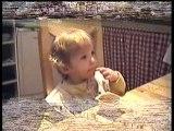 ninon mange toute seule