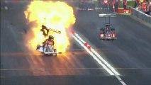 En pleine course, le moteur de son dragster explose et prend feu