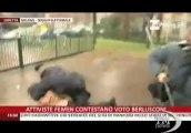 Berlusconi contestato da attiviste di Femen in topless. La contestazione fuori dal seggio dove il Cavaliere ha votato