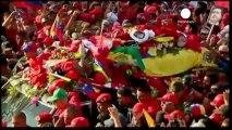 Une marée rouge accompagne la dépouille d'Hugo Chavez