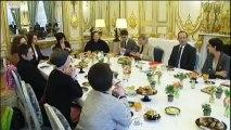 Hollande rencontre des associations de femmes pour la journée du 8 mars