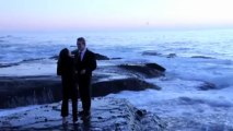 Pedido de casamento interrompido por onda gigante