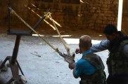Lance-pierres géants, mitrailleuse télécommandée, pistolet à ressort : l'arsenal improvisé des rebelles syriens