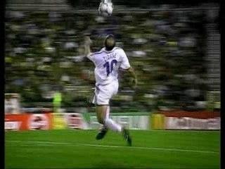 Football-Zidane-Vs-Ronaldinho