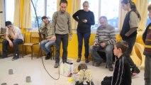 Atelier robotique - Essais avec les éléments de la table - Trophées 2013